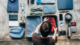 TIPS TO KEEP YOUR CLOTHES FRESH WHILE TRAVELING